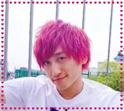 EXIT、兼近、ピンク髪